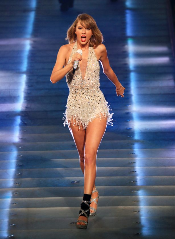 Taylor-Swift-in-concert-Shanghai